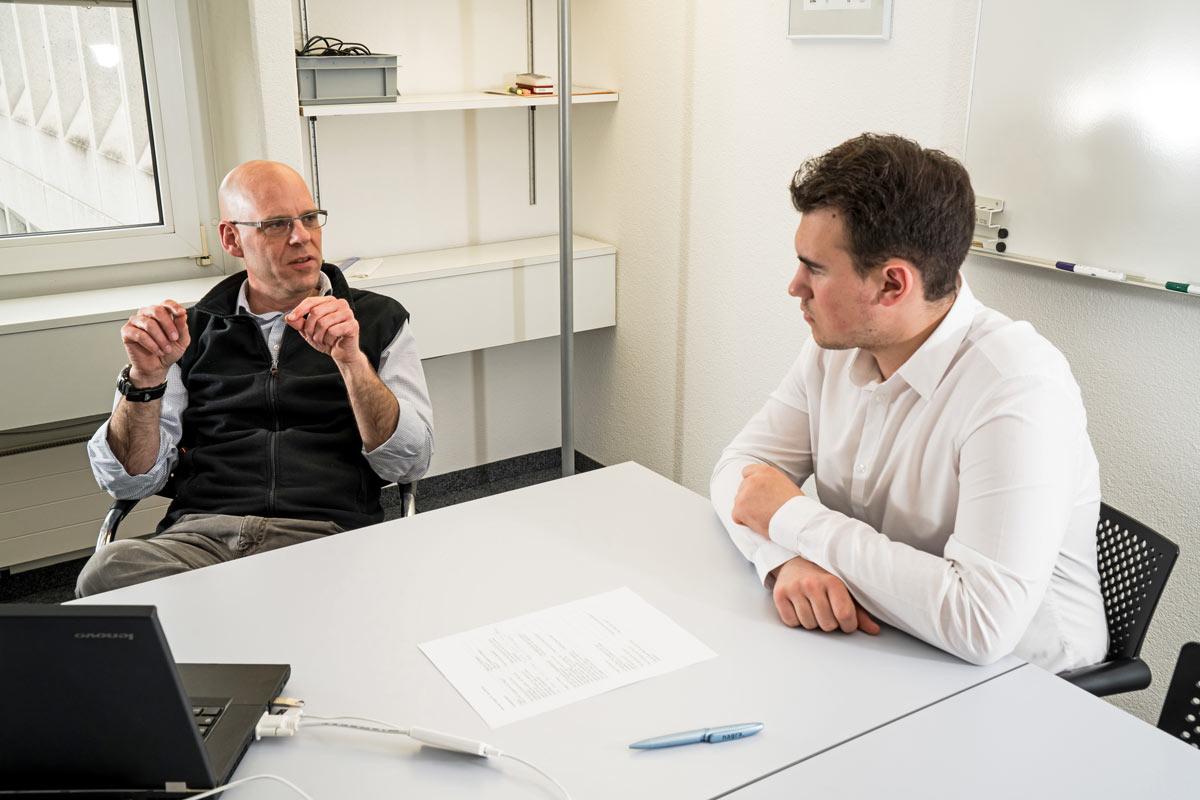 Jens Becker und Oliver Hösli im Gespräch