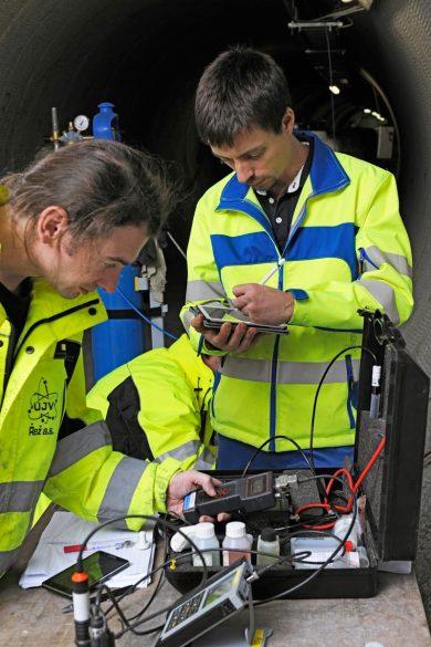 Die Nagra arbeitet im Felslabor Grimsel beim Korrosionsexperiment u.a. mit tschechischen Wissenschaftlern zusammen.