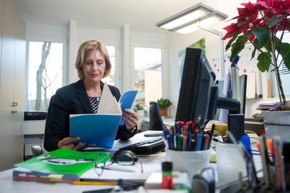 Gerda Wernle erledigt auch Sekretariatsarbeiten und ist für den Postservice zuständig. Bild: Maria Schmid